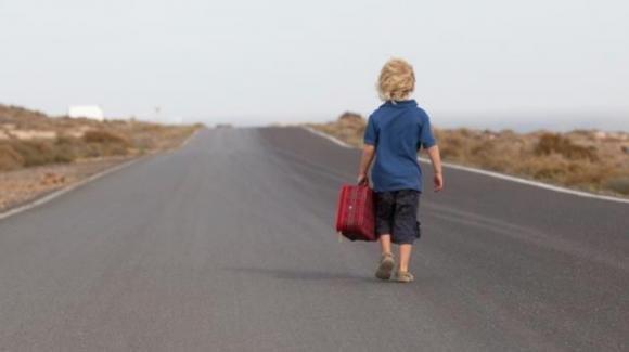 Modena, bambino di 6 anni scappa di casa per andare a scuola