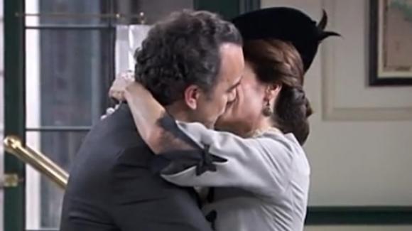 """""""Una Vita"""" anticipazioni puntata 12 giugno: Arturo chiede a Silvia di sposarlo"""