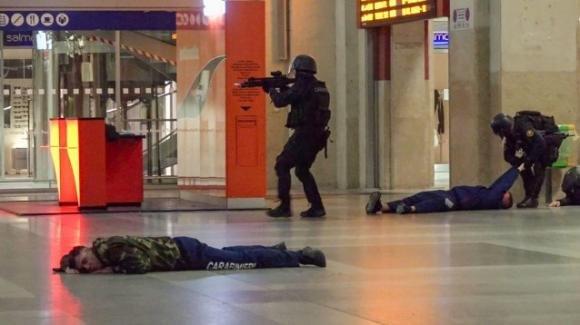 Attacco terroristico nella stazione di Porta Nuova a Torino