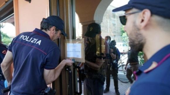 Torino, ladro moldavo ucciso dal tabaccaio: autopsia contraddice la versione dell'uomo