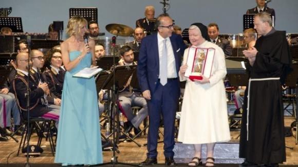 Padova: suore francescane elisabettine premiate dalla polizia alla presenza di Gabrielli