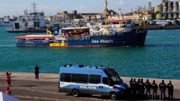 """La """"capitana"""" della Sea Watch pronta a forzare il blocco del Viminale"""