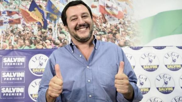 Da Valeria Marini a Riccardo Scamarcio, ecco i vip che tifano per Salvini