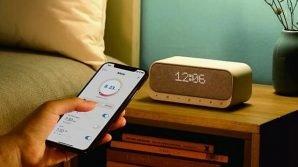 Soundcore Wakey: da Anker la radiosveglia Bluetooth con ricarica wireless Qi