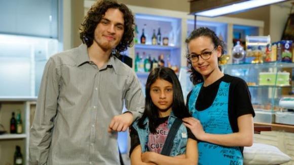 """Anticipazioni """"Un Posto Al Sole"""", puntata 1° luglio: Mia fa lasciare Alex e Vittorio?"""