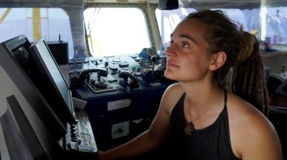 Polemica sull'igiene personale di Carola Rackete: insulti al capitano della Sea Watch 3