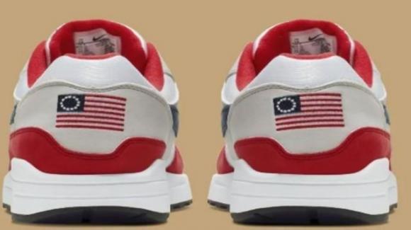 Scarpe Nike ritirate: istigano al razzismo