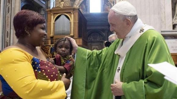 Migranti: il Papa ricorda che i migranti sono prima di tutto persone