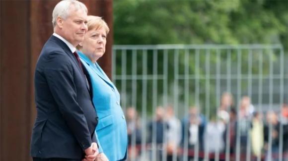 Nuovi tremori per Angela Merkel: dubbi sulla sua salute