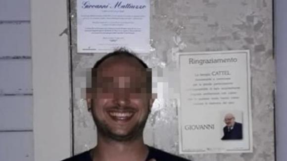 Incidente Jesolo, si scatta un selfie con l'epigrafe di una delle vittime: costretto a lasciare il paese per le minacce