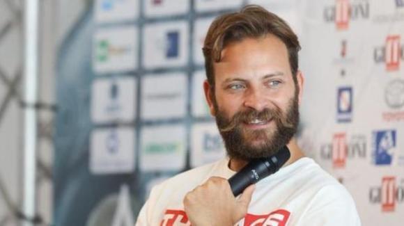 """Alessandro Borghi si confessa: """"Mi piacciono anche i maschi"""""""