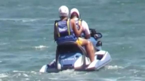 Salvini nella bufera: il figlio 16enne si diverte su una moto d'acqua della polizia