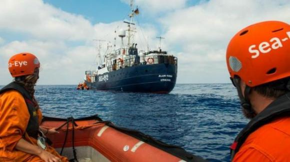 Alan Kurdi: nave con 40 migranti a 20 miglia da Lampedusa. A bordo bambino con ferita di 10 cm da arma da fuoco