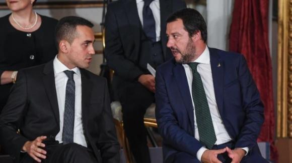 """Crisi di Governo, Salvini teme coalizione Di Maio-Renzi. La risposta del M5S: """"Inventa altro giullare"""""""