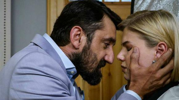 Bitter Sweet, anticipazioni turche: Demet scopre che è stato Hakan ad uccidere suo fratello Demir