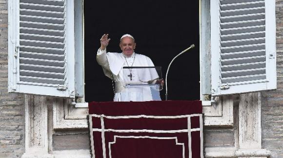 Papa Francesco all'Angelus, nella Festa dell'Assunta, invita a scegliere la gioia