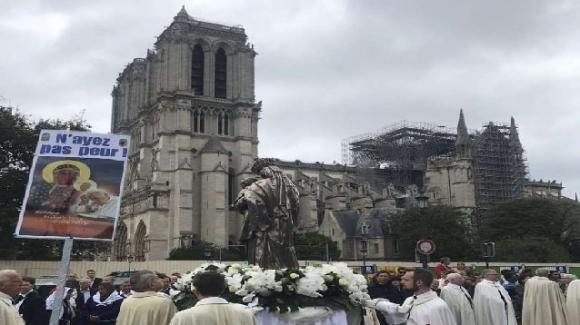 Papa Francesco scrive alla diocesi di Parigi a 4 mesi dall'incendio della cattedrale di Notre-Dame