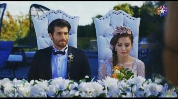Bitter Sweet, anticipazioni puntata 21 agosto: Deniz scopre che il matrimonio di Ferit e Nazli è falso