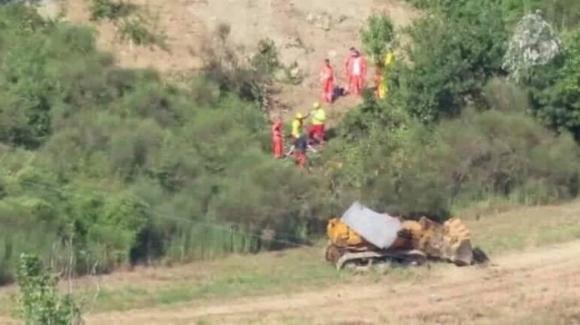 Parma, operaio ucciso dal capovolgimento della ruspa con cui stava lavorando