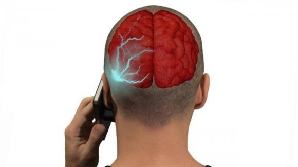 IPhone 7 pericoloso per le radiazioni? Ne emette il doppio di quanto dichiarato da Apple