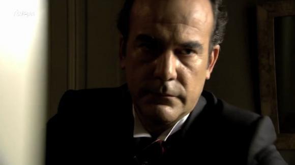 Una Vita, anticipazioni puntata 26 agosto: Don Arturo rivela ai vicini che sta diventando cieco