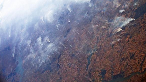 La Foresta Amazzonica brucia e si vede anche dallo spazio. Ecco le immagini scattate da Luca Parmitano