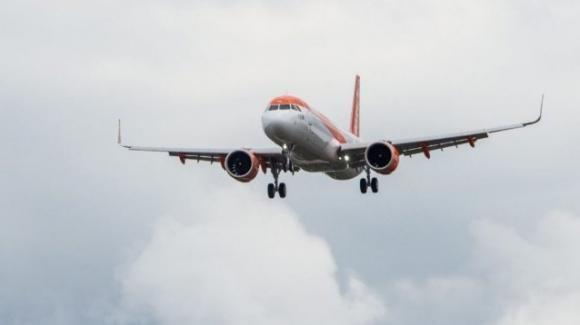 Egitto, panico ad alta quota: atterraggio di emergenza per un aereo diretto a Napoli