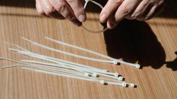Bergamo, 11enne si strangola con una fascetta da elettricista: rimane per 20 minuti in arresto cardiaco
