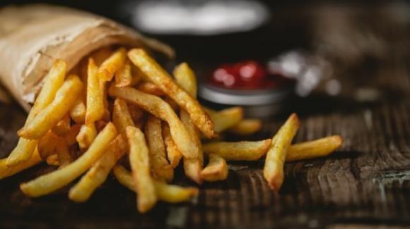 Da anni mangia solo patatine fritte e diventa cieco