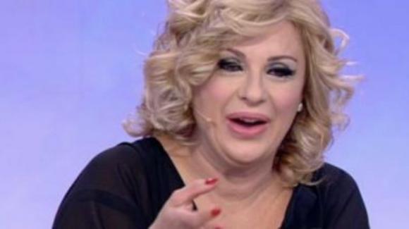 Uomini e Donne, il look di Tina Cipollari totalmente rinnovato: l'entusiasmo dei fan