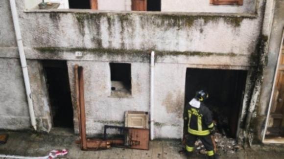 """Bagnara Calabra, incendiata la casa di un rumeno: """"Ripulisco la città dagli stranieri"""""""