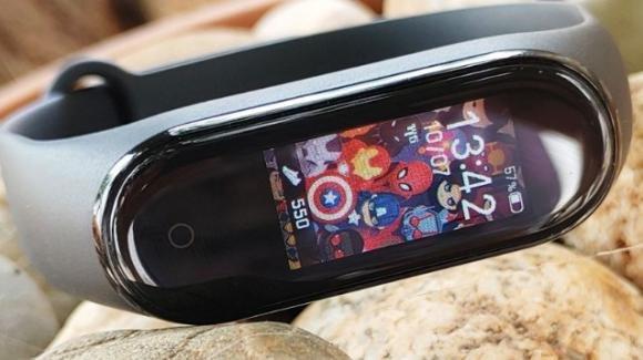 Xiaomi Mi Band 4 riceve un nuovo aggiornamento che permette la personalizzazione delle 'watchface'