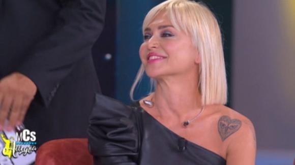 """Maurizio Costanzo Show, Paola Barale parla di Gianni Sperti: """"Non è rimasto un buon ricordo"""""""