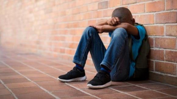 Cosenza: il bimbo, colpito con un calcio dal fratello di un pentito della camorra, non dorme, ha paura e si chiede perché