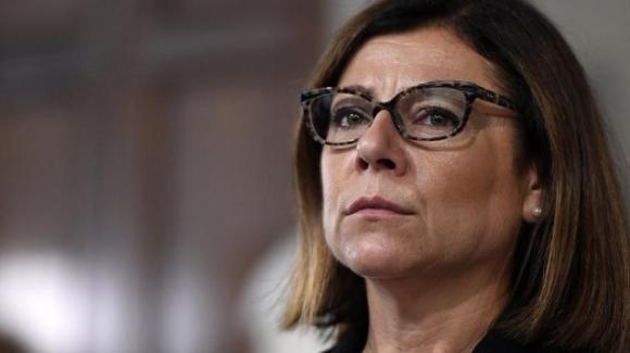 """De Micheli, gli insulti di CasaPound: """"Il ministro delle Infrastrutture appena staccato dal turno sulla Salaria"""""""