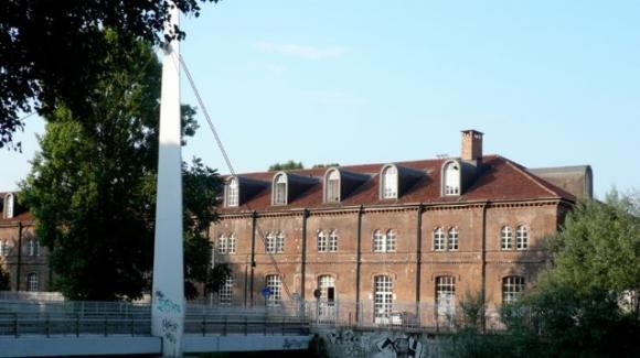 Torino, confessa a scuola gli abusi subiti per anni: la preside non denuncia