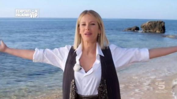 Temptation Island Vip 2, Alessia Marcuzzi supera brillantemente la prova: gli elogi della stampa