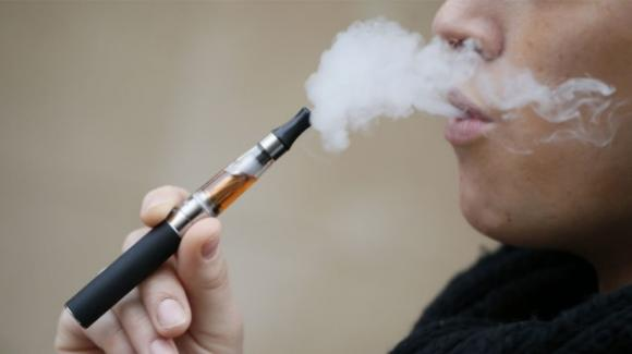 Sigaretta elettronica: la sesta morte negli Stati Uniti per malattia polmonare