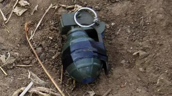 Bambino svedese porta a scuola una granata: smantellata dagli esperti di detonazione