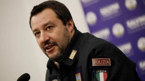 Salvini criticato dai sindacati di polizia per i ritardi nel pagamento degli straordinari
