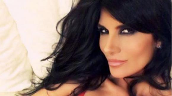 """Pamela Prati, un ballo sexy in bagno e la rivelazione: """"Sono stata lapidata. Presto in tv per chiarire"""""""