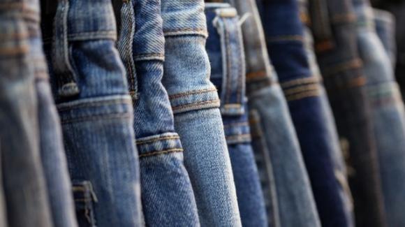 La produzione di jeans ha notevoli ripercussioni sull'ambiente
