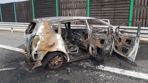 Torino: auto si incendia dopo un incidente. Morti papà e figlia di 6 anni