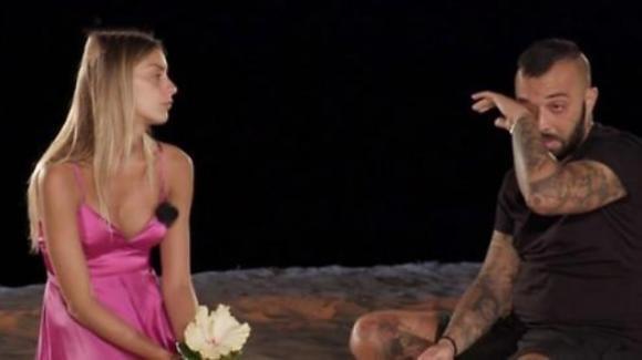 Temptation Island Vip, Er Faina esce insieme a Sharon grazie a un falò di confronto speciale