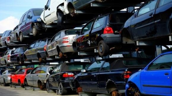 Bonus auto e DL Clima, 2mila euro per la rottamazione: ecco chi potrà beneficiarne