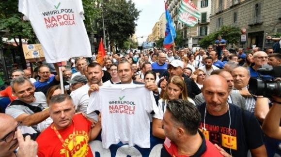Napoli, il corteo della Whirpool: il sindaco De Magistris si dice pronto a dimostrare a Roma con gli operai