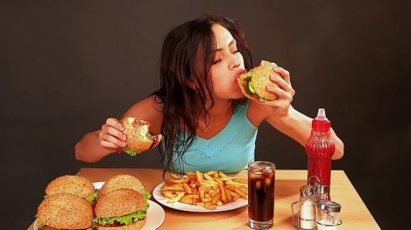 Mangiare senza ingrassare: la scienza svela il segreto