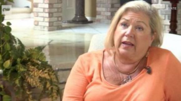 Donna rischia di perdere un braccio dopo la manicure