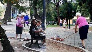"""Bari, nonna Allegra ripulisce la piazza sporca: """"Un esempio da seguire e da premiare"""""""