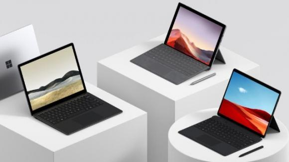 È Surface mania: Microsoft rinnova l'intero assortimento di convertibili con Windows 10
